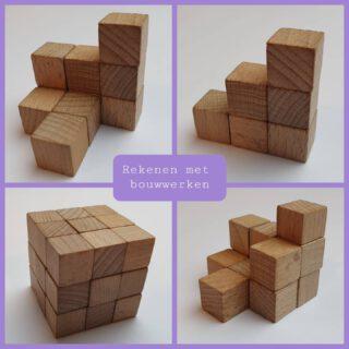 Bouw de bouwwerken na, bekijk hoeveel blokjes er gebruikt zijn en doe de buitenles!  Download deze bouwwerkkaarten onderaan de pagina via Link in bio Bewegend leren  #lerendoortedoen #buitenles #bewegendleren