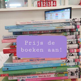 📚BOEKENVERLEIDING📚 Op de eerste schooldag prijs ik graag de leesboeken aan voor tijdens het stil lezen. Ik doe alsof ik ze ga verkopen. Dan vertel ik hoe prachtig het boek eruitziet, hoe grappig de schrijver is en lees een klein stukje voor. Gegarandeerd dat er bij elk boek wel 5 vingers omhoog gaan.   #leesmotivatie #lezenisleuk #eersteschooldag #juf  www.lerenvanAtotZ.nl