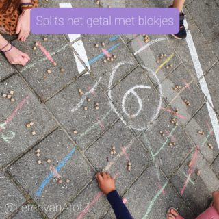 🖖SPLITSEN 🖖 Op het plein stonden verschillende getallen tot 6.  De leerlingen lopen een parcours, pakken een aantal blokjes. Gaan naar het juiste getal. Trekken een streep op de tegel en leggen blokjes neer als splitsing aan beide zijden van de streep.  🎓 Schrijf de som bij de splitsing.  www.lerenvanAtotZ.nl/buitenles  #buitenles #bewegendleren #groep3 #rekenen
