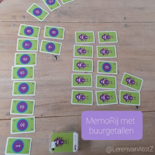 5️⃣4️⃣6️⃣OEFEN DE GETALRIJ 🔢 Dit is een fantastisch spel voor alle leeftijden! Met elke set getalkaartjes kun je dit spel spelen. Dus ook met een deel van de getalrij tot 1000. Het lijkt op het spel Memory, maar in plaats van dezelfde getallen zoeken, zoek je aangrenzende getallen. Je zoekt dus buurgetallen.   Leg de kaarten op de kop. Leg eventueel een voorbeeldrij neer zoals op de foto.  Draai een eerste kaart om en laat die open op tafel liggen. Vervolgens draait de volgende speler een kaart om, grenst deze aan de getrokken kaart? Dan wordt deze aangelegd en mag je nog een keer spelen. Is het fout? Dan is de volgende speler aan de beurt. Wie de laatste kaart aanlegt heeft gewonnen. 🥳  Het enige wat je nodig hebt is een getalrij van kaarten, dit kan op elk deel van de telrij. Je hebt ongeveer een reeks van 20 kaarten nodig.  Dit spel is het spel Jeppen van de Drempelspellen. Verkrijgbaar bij @Wizzspel. Het spel MemoRij is een zelfbedachte naam.  Kijk voor gratis te downloaden rekenspellen https://www.rondjerekenspel.nl/  Of voor meer inspiratie voor rekencircuits www.lerenvanAtotZ.nl/rekencircuit  #rekenen #spelendleren #rekencircuit  #lerendoortedoen #bewegendleren #groep1 #groep2 #groep3 #groep4 #groep5 #groep6 #kleuterklas #eersteleerjaar #tweedeleerjaar #derdeleerjaar #vierdeleerjaar #school #juf #meester #rekenenmoetjedoen #rekenspelletjes #rekenenzonderwerkboek #circuit
