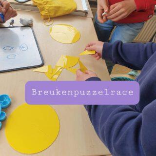 In groep 7,8 spelen we de breukenpuzzelrace van Met Sprongen Vooruit   🧩 Leg zo snel mogelijk de breukenpuzzels in elkaar 🧩 Schrijf de bijbehorende breukennamen op het wisbordje 🧩 Laat controleren 🔍 🧩 Ren naar de pionnenchef voor het volgende zakje  🎯 Wie heeft als eerst 6 puzzels gelegd en benoemd?  🎓 Er zijn verschillende soorten puzzels  #rekenen #bewegendleren #groep78 #breuken   www.lerenvanAtotZ.nl